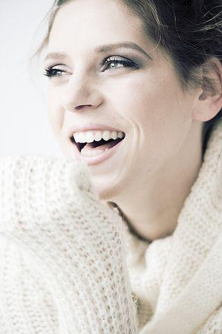 ein glückliches Lachen